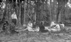 A family picnic, c. 1900 (not at Gettysburg, though)