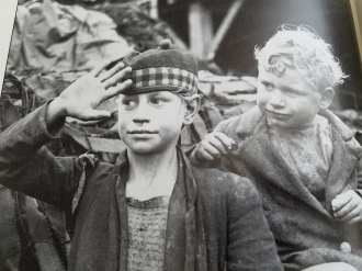 French children watching Allied soldiers